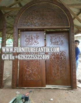 Pintu Utama Masjid Kayu Jati