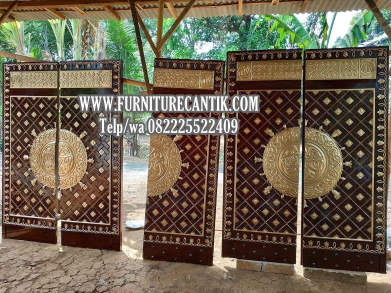 Pintu Utama Masjid Kayu Jati TPK